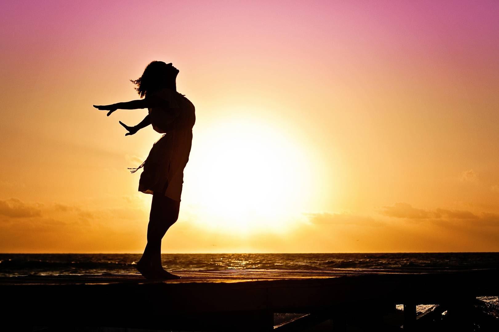 mujer la felicidad sunrise